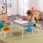 Masuta de arte Chalkboard cu 2 scaunele colorate - KidKraft