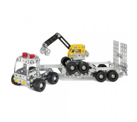 Camion cu remorca si excavator